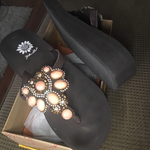 Yellow Box Shoes - New Yellow box Phile Coral 9M sandal flip flop